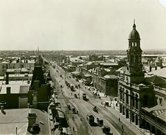 King William Street (City of Adelaide) Tags: adelaide cityofadelaide heritage kingwilliamstreet adelaidetownhall princealfredhotel townacre203 horses horsecabs horsedrawntrams