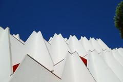 Archi ! (Stphane LANDMANN) Tags: architecture archi lgm lagrandemotte grandemotte sky skyporn btiment extrieur structure lignes gomtrique complexe immobilier toit