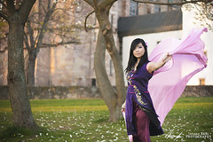Dancing wind. (InsaneAnni) Tags: portrait germany costume spring vietnamese dress traditional frühling chemnitz kostüm tracht เวียดนาม ผู้หญิง vietnamesin schloschemnitz ฤดูใบไม้ผลิ คนเวียดนาม
