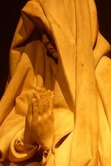 Reconnaissable entre toutes. (Dik) Tags: la amusement fort images deux archives entre temps figures srie sculptures personnes espace petite profil visages mditation rflexion dtente thme intelude reportages dike