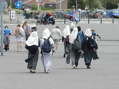 'rokjes'dag en God op het Malieveld (JoséDay) Tags: nonnen newsitems rokjesdag skirtday nikoncoolpixp500 religieuzen lajournéedelajupe onzinnieuws godophetmalieveld habijten