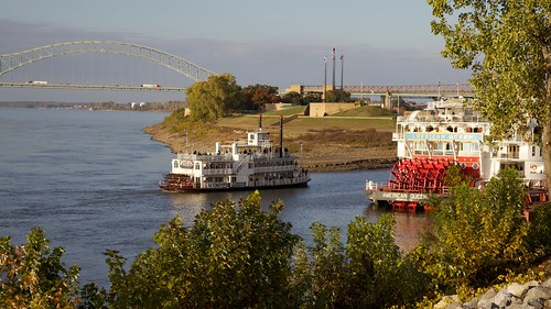 river mississippi boat ship memphis tennessee mississippiriver riverboat steamboat mudisland americanqueen canonef24105mmf4lis memphisqueen