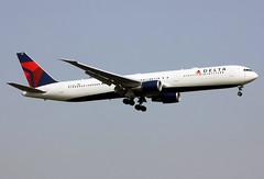 N836MH (JBoulin94) Tags: uk london john airport unitedkingdom heathrow delta international boeing airlines lhr egll 767400 boulin n836mh
