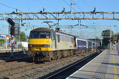 19-07-16 Freighliner 90044 - 1M16 Inverness - London Euston (Lukas66538) Tags: london fort william class aberdeen 90 delayed euston inverness sleeper caledonian stafford freightliner serco 90044 1m16