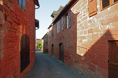 Collonges-la-Rouge (Corrèze). (sybarite48) Tags: collongeslarouge corrã¨ze france grèsrouge arenariarossa buntsandstein الحجرالرمليالأحمر ردسندستون 红砂岩 areniscaroja piedraareniscaroja κόκκινοψαμμίτη 赤色砂岩 rodezandsteen czerwonegopiaskowca arenitovermelho красногопесчаника kırmızıkumtaşı ruelle gasse alley زقاق 巷 callejón δρομάκι vicolo アリー steeg aleja beco аллея geçit village dorf قرية 村里 pueblo χωριό villaggio 村 dorp wieś aldeia деревня köy corrèze maison hause house منزل hasiera 回家 casa σπίτι ホームページ huis dom домой ev rouge red rot أحمر 红色 rojo κόκκινοσ rosso 赤 rood czerwony vermelho красный kırmızı