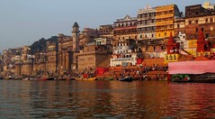 INDIEN, india, Varanasi (Benares) frhmorgends  entlang der Ghats , 14434/7316 (roba66) Tags: varanasibenares indien indiennord asien asia india inde northernindia urlaub reisen travel explore voyages visit tourism roba66 city capital stadt cityscape building architektur architecture arquitetura monument bau fassade faade platz places historie history historic historical geschichte kulturdenkmal benares varanasi ganges ganga ghat pilgerstadt pilger hindu hindui menschen people indianlife indianscene brauchtum tradition kultur culture indiansequence hinduismus