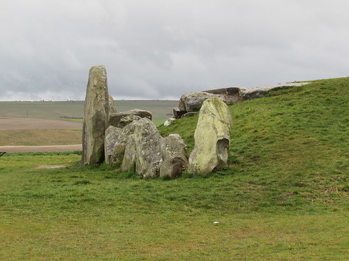 Avebury: West Kennet Long Barrow (Wiltshire)
