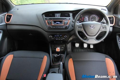 2015-Hyundai-i20-Active-26