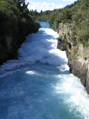 "Huka Falls <a style=""margin-left:10px; font-size:0.8em;"" href=""http://www.flickr.com/photos/83080376@N03/16733425167/"" target=""_blank"">@flickr</a>"
