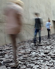 DSC_2622_1822 Berlino_Museo ebraico (silviasalvi) Tags: longexposure people motion blur berlin germany libeskind jüdischesmuseum mosso berlino museoebraico silviasalvi