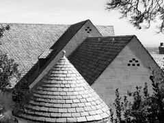 Pointed Roof (vickilw) Tags: roof beverlyhills week42 pointed greystonemansion 7daysofshooting blackandwhitewednesday