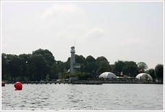 De Twee Provincin (Dit is Suzanne) Tags: img0979 23072016 nederland netherlands   haren paterswoldsemeer ditissuzanne canoneos40d sigma18250mm13563hsm  bootje boat detweeprovincin restaurant   vuurtoren lighthouse boei