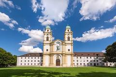 Mitten im Millionendorf Mnchen (bayernphoto) Tags: sankt st michael kirche church bayern muenchen bayernhimmel kumulus berg am laim katholisch laendlich millionendorf himmel blau blue sky kunstwerk art