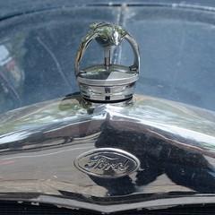 Ford, Model A (tats-Unis, 1929) (Cletus Awreetus) Tags: usa etatsunis ford voitureancienne car vintage voituredecollection automobile forda typea modela malle capote voiture collection logo emblem emblme badge bouchonderadiateur
