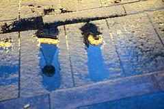 Le mange, Rue  Alasce Lorraine Toulouse, Haute-Garonne, Midi-Pyrnes (lyli12) Tags: france art nikon lumire pluie reflet toulouse rue ville urbain mange hautegaronne midipyrnes crativit d7000