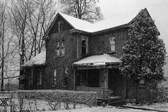 Franklinton 34 (Stephen A. Wolfe) Tags: columbus ohio blackandwhite house snow abandoned film architecture 35mm ilfordhp5 snowing canoscanfs2710 canonql17giii franklinton kodakhc110