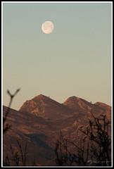 Sierra del Cuera al amanecer (ouceda) Tags: asturias luna amanecer picopaisano sierradelcuera