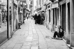 Vivere ai margini (Fabio Palella Foto) Tags: blackandwhite nikon strada e venezia bianco ritratto nero citt povert mendicante povero d7100