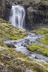 Little waterfall (R - P Photography) Tags: longexposure poselongue green vert nature montagne mountain water waterfall cascade river rivire landscape paysage islande iceland