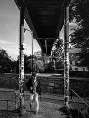 Man passes stickers (Per sterlund) Tags: stockholm sweden mosebacke sdermalm walking bnw bw monochrome noiretblanc svartvitt baw bridge city candid 2016 blackandwhite street streetphotography streetphoto streetshot gatufoto strasenfotografie fotografiadistrada fotografadecalle suecia sude mosebacketrappor