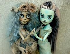 Le pacte des jolis petits monstres (Antiphane) Tags: monster high custo custom ooak repaint repeinte ghoulia frankie stein doll poupe