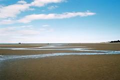 Long Walk to the Sea, Nikonos V (Chi Bellami) Tags: film fujifilm fujicolor c200 nikon nikonosv 35mm zonefocus scalefocus scanned scan colour c41 negative photohippo chibellami amphibiouscamera sand beach shore coast ryde isleofwight nikonos
