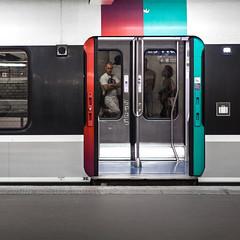 Paris Subway - RER (william 73) Tags: graphique f18 45mm omd em10 mk2 zuiko olympus rer mtro paris france gomtrique carr format