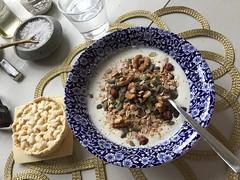 Frukost 29/9 (Atomeyes) Tags: mat msli fil ntter vatten majskaka ost