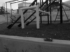 Rumbo a casa (Xic Eseyosoyese (Juan Antonio)) Tags: rumbo casa camino chevy de 1963 ii hot wheels mattel cochecito carrito juegos infantiles auto en marcha llegando regresando nostalgia nikon coolpix s33 juguete blanco y negro monocromtico chevrolet