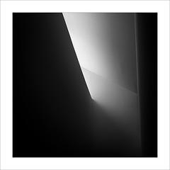 Llum zenital / Zenithal light (ximo rosell) Tags: ximorosell bn blackandwhite blancoynegro bw llum luz light cuadrado squares nikon d750 detall