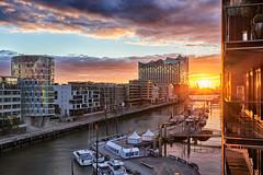 Sandtorhafen - sunset (michaelbeyer_hh) Tags: sandtorhafen sunset elbphilharmonie rx1