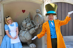 Alice and the Mad Hatter (jodykatin) Tags: disneyland madhatter aliceinwonderland facecharacter