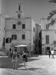 Polignano, Puglia, 2010 (biotar58) Tags: italien italy italia rodinal puglia apulia polignano southernitaly fomapan southitaly apulien polignanoamare fomapan200