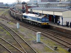 Eastleigh (DarloRich2009) Tags: hampshire hanson dbs eastleigh ews class59 59103 hansonaggregates eastleighrailwaystation dbschenker eastleighstation mendiprail englishwelshandscottishrailway villageofmells dbschenkerrailuk hansonplc