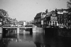 AMSTERDAM 1976 (streamer020nl) Tags: bridge holland netherlands amsterdam canal nederland prinsengracht nl brug 1976 niederlande gracht leidsegracht leidse