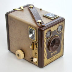 Brownie SIX-20 Model F (pho-Tony) Tags: england brown 120 film 1955 leather analog vintage model beige stripes cream filter f 1950s 1957 roll brownie 6x9 analogue deco boxcamera leatherette 620 rollfilm boxbrownie six20 6cmx9cm kodakbrowniesix20modelf flashcontacts madeinenglandbykodaklimited browniesix20cameramodelf