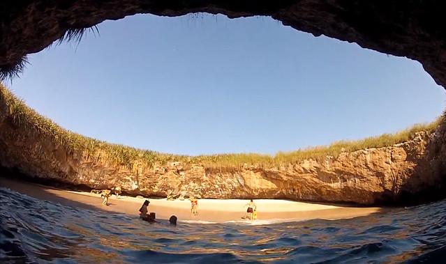 Пляж Hidden Beach, Мексика