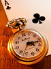 NOW IT IS THE GOOD TIME (David Cucalón) Tags: old stilllife macro cards golden watch olympus cartas clover dorado goodluck bodegon fineartphotography naturalezamuerta 2015 buenasuerte treboles cucalon relojantiguo asdepicas davidcucalon