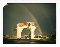 Porte Midi Pyrnes, Dunes (Martin PEREZ 68) Tags: arcoiris polaroid rainbow fuji dunes arc arcenciel arche rondpoint tarnetgaronne midipyrnes polaroidee100 ee100 fp100c