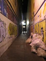 """Non non ce n'est pas un coupe gorge mais la rue du restaurant ! <a style=""""margin-left:10px; font-size:0.8em;"""" href=""""http://www.flickr.com/photos/83080376@N03/17260617112/"""" target=""""_blank"""">@flickr</a>"""