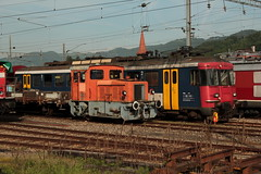 Oensingen - Balsthal - Bahn OeBB Tm 2/2 Nr. 1 am Bahnhof Balsthal im Kanton Solothurn der Schweiz (chrchr_75) Tags: chriguhurnibluemailch christoph hurni schweiz suisse switzerland svizzera suissa swiss chrchr chrchr75 chrigu chriguhurni mai 2015 albumzzz201505mai bahn eisenbahn schweizer bahnen train treno zug albumbahnenderschweiz albumbahnenderschweiz201516 juna zoug trainen tog tren  lokomotive  locomotora lok lokomotiv locomotief locomotiva locomotive railway rautatie chemin de fer ferrovia  spoorweg  centralstation ferroviaria albumbahnoebboensingenbalsthalbahn oebb oensingen balsthal