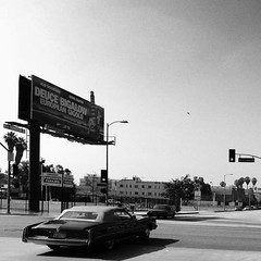 Oldtimer (Fabrizio Zago - Photography and media) Tags: california blackandwhite usa america trafficlight blackwhite losangeles nikon classiccar d70 unitedstatesofamerica hollywood semaforo oldtimer ampel biancoenero americancar digitalblackwhite movieadvertisement moviebillboard hollywoodstreet americanauto filmsimulation fabriziozago wwwfabriziozagocom deucebigalowbillboard