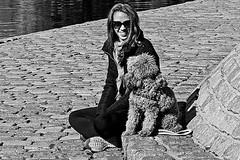 Sourire (Wal CanonEOS) Tags: sourire sonrisa smile sorriso woman mujer girl femme femenima lady dog perro parque park dia day sonrisademujer womansmile argentina argentinabsas bsas buenosaires caba capitalfederal ciudadautonoma ciudaddebuenosaires villacrespo parquecentenario blackandwhite blancoynegro byn bw monocromatico monocromatic monocromo blanconegro blanco y negro street streets streetsbw strange candidstreet candid canon eos rebelt3 canoneosrebelt3 calle callejeando calles airelibre alairelibre