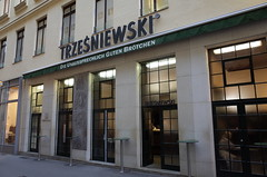 Trzesniewski, Vienna () Tags: vienna frank austria photographer gr richo businesstrip