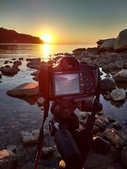 Waiting for the right moment (Leonardo Del Prete) Tags: camera sunset sea sun canon bay tramonto mare motorola sole macchinafotografica adriaticsea baia baiaflaminia