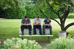 Saarbrcken - Am Ludwigsplatz (Aelo de la Krotsche) Tags: saarbrcken boys garons muchachos portable celular handy charlando tchat chat amludwigsplatz communication zoom