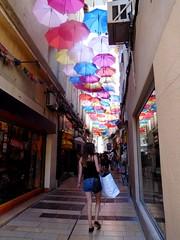 Rue des ombrelles (stephphoto8184) Tags: festival avignon vaucluse rue ombrelle couleurs