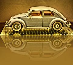 Kfer Shooting (Gnter Hentschel) Tags: vw kfer blau 118 modellauto modellcar modell spiegelung deutschland germany germania alemania allemagne europa nikon nrw nikond5500 d5500 hentschel guenter flickr gnter indoor auto car fahrzeug