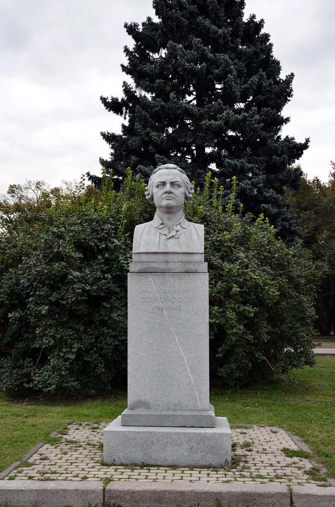фото: М.В. Ломоносов, Аллея ученых МГУ / Statue of Mikhail Lomonosov