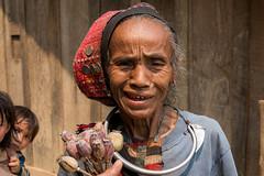 Femme Akha qui vend du pavot. Phongsaly. Laos (Thierry Leclerc 60) Tags: portrait people face asia drug asie tribe laos minority opium lao personne akha phongsaly tribu natives pavot personnage iko drogue tribue minorit eos70d
